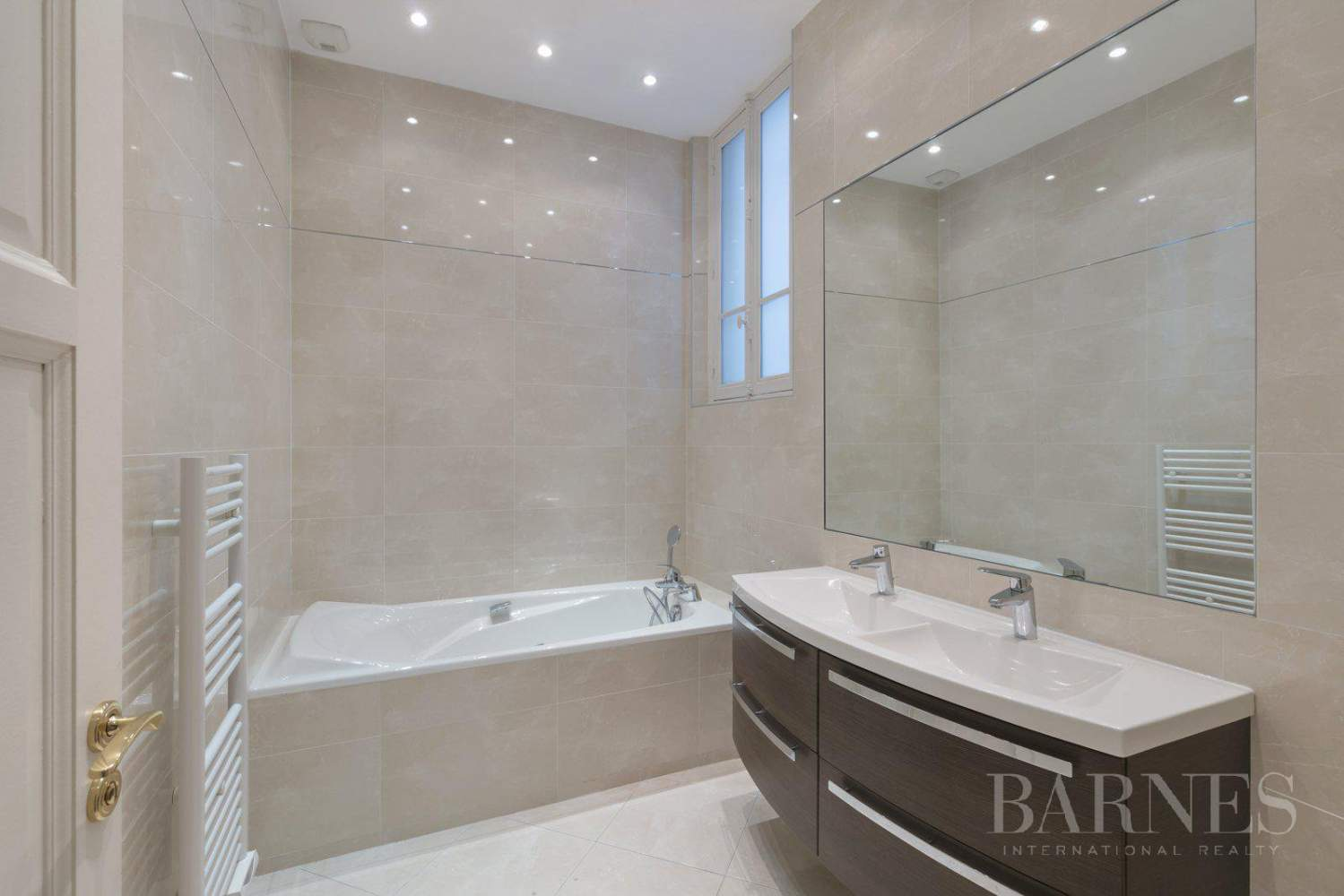 EXCLUSIVE - 8-ROOM APARTMENT FOR SALE - RENOVATED 1930s BUILDING - NEUILLY/PASTEUR picture 7