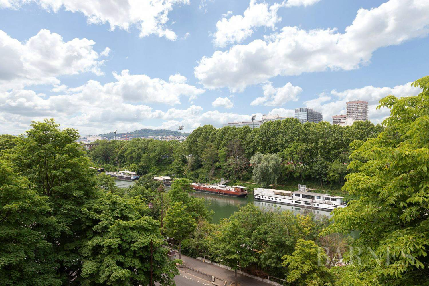 EXCLUSIVE - NEUILLY SAINT-JAMES - APARTMENT WITH RECEPTION ROOMS - UPPER FLOOR - PANORAMIC VIEWS picture 15