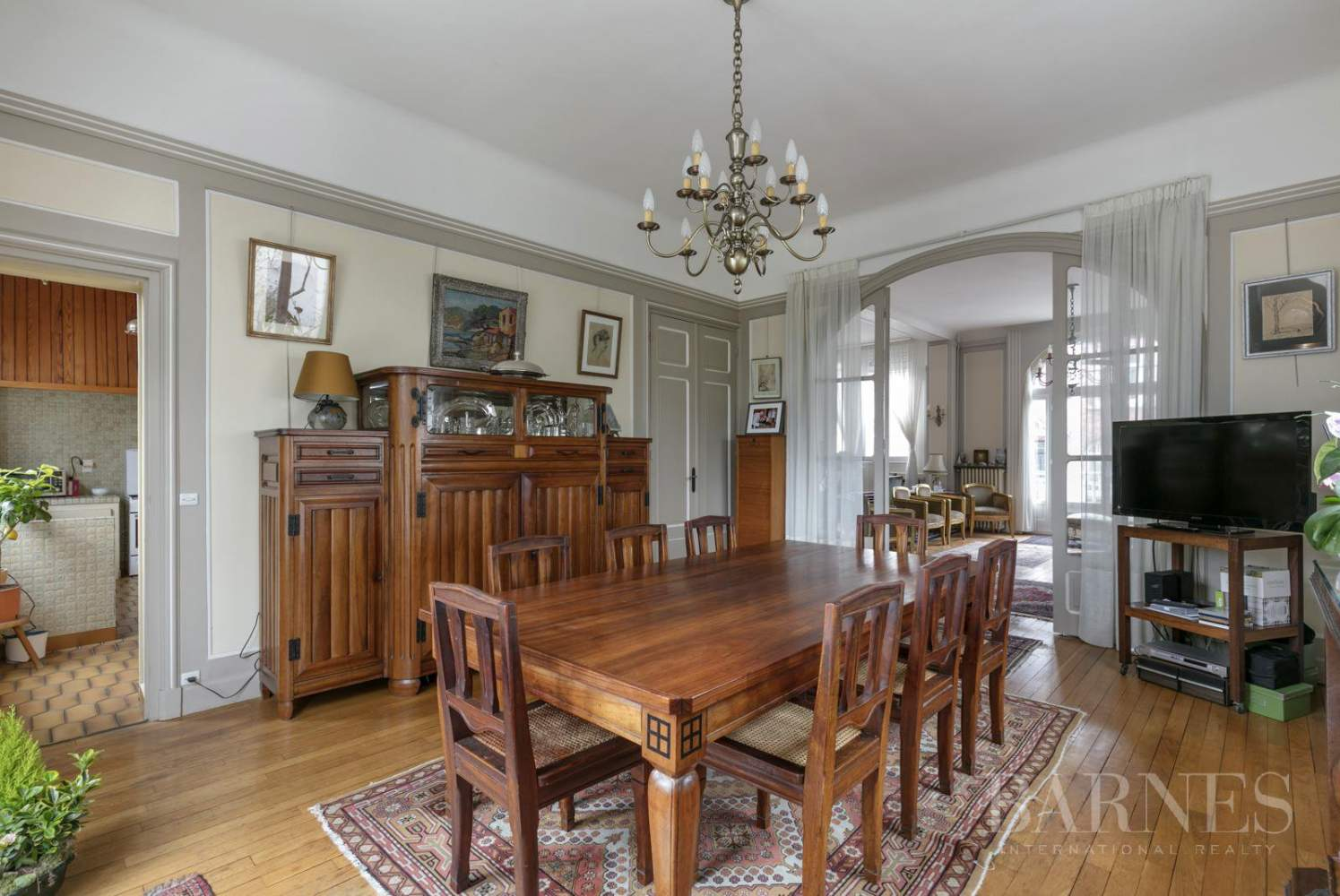 BOURGEOIS HOUSE WITH GARDEN - PRIVATE ROAD - NEUILLY/SAINT-JAMES picture 3