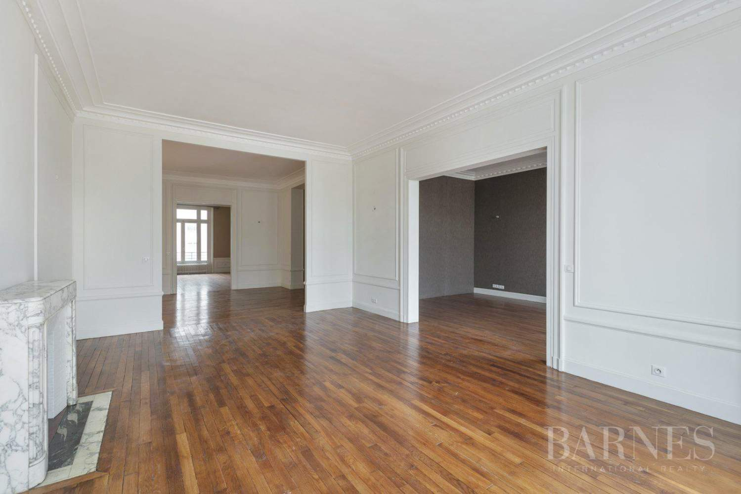 EXCLUSIVE - 8-ROOM APARTMENT FOR SALE - RENOVATED 1930s BUILDING - NEUILLY/PASTEUR picture 3