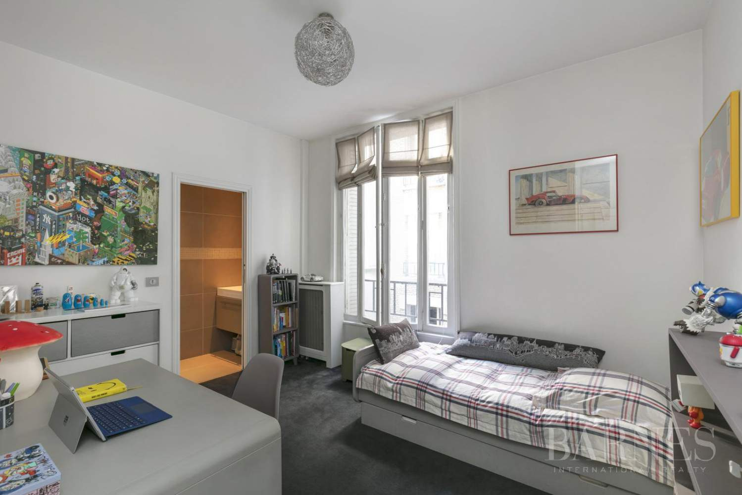 NEUILLY - BOIS - 5-ROOM APARTMENT - 1930s BUILDING picture 4