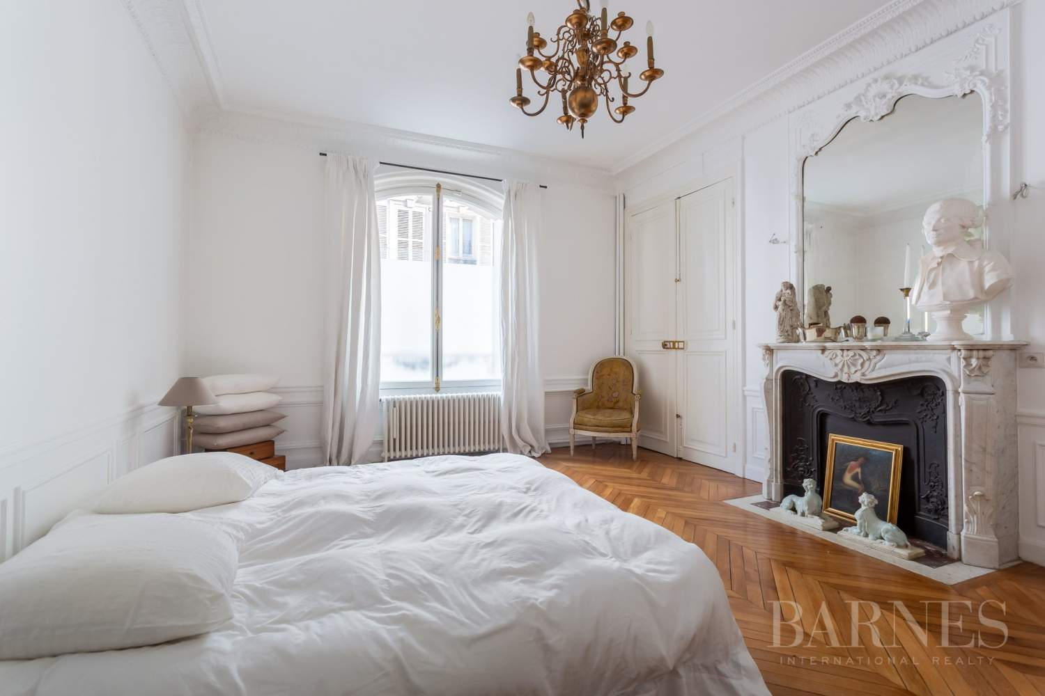 Sole Agent - Neuilly Sablons - Beautiful period parquet, mouldings, fireplace - garden picture 6