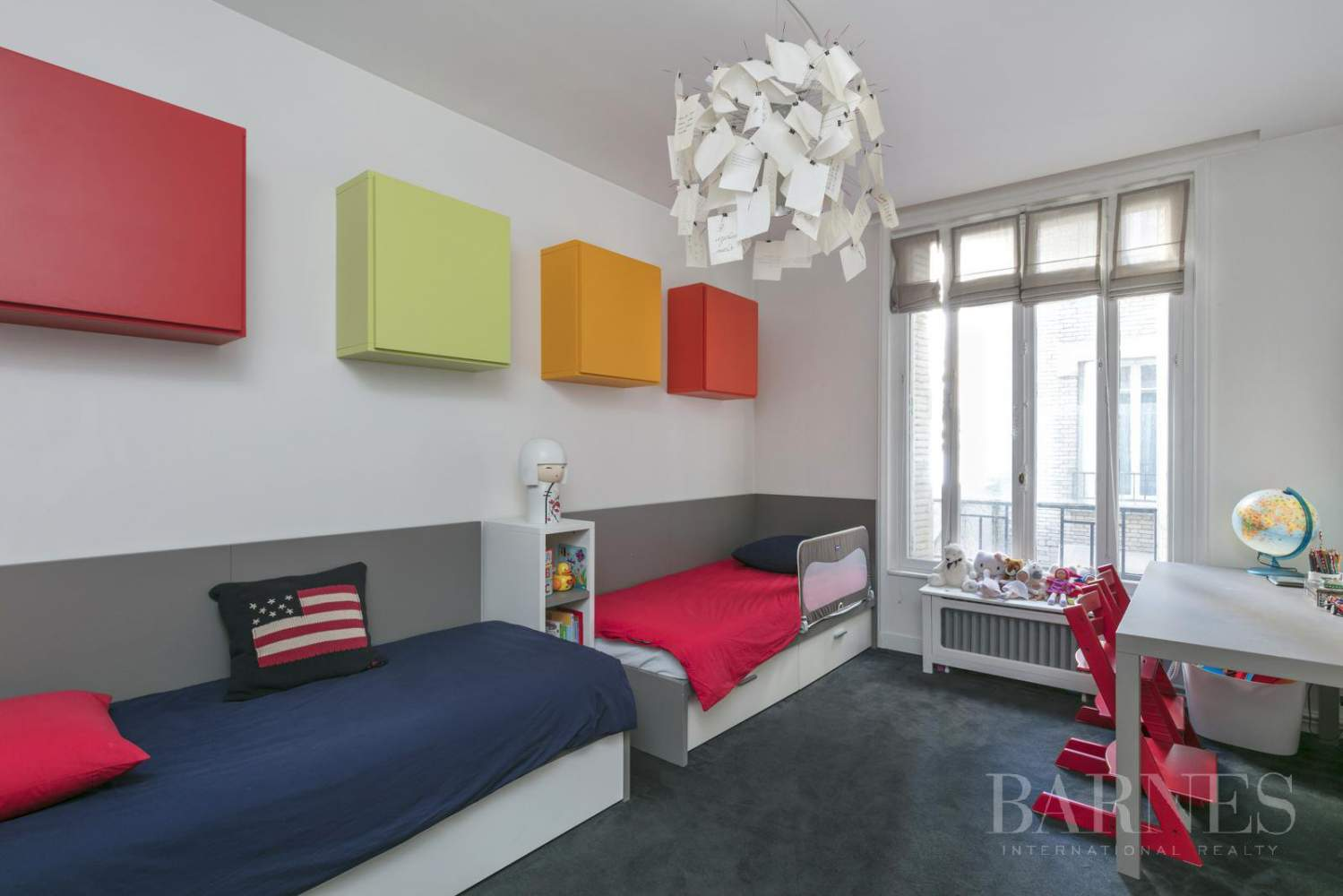 NEUILLY - BOIS - 5-ROOM APARTMENT - 1930s BUILDING picture 9