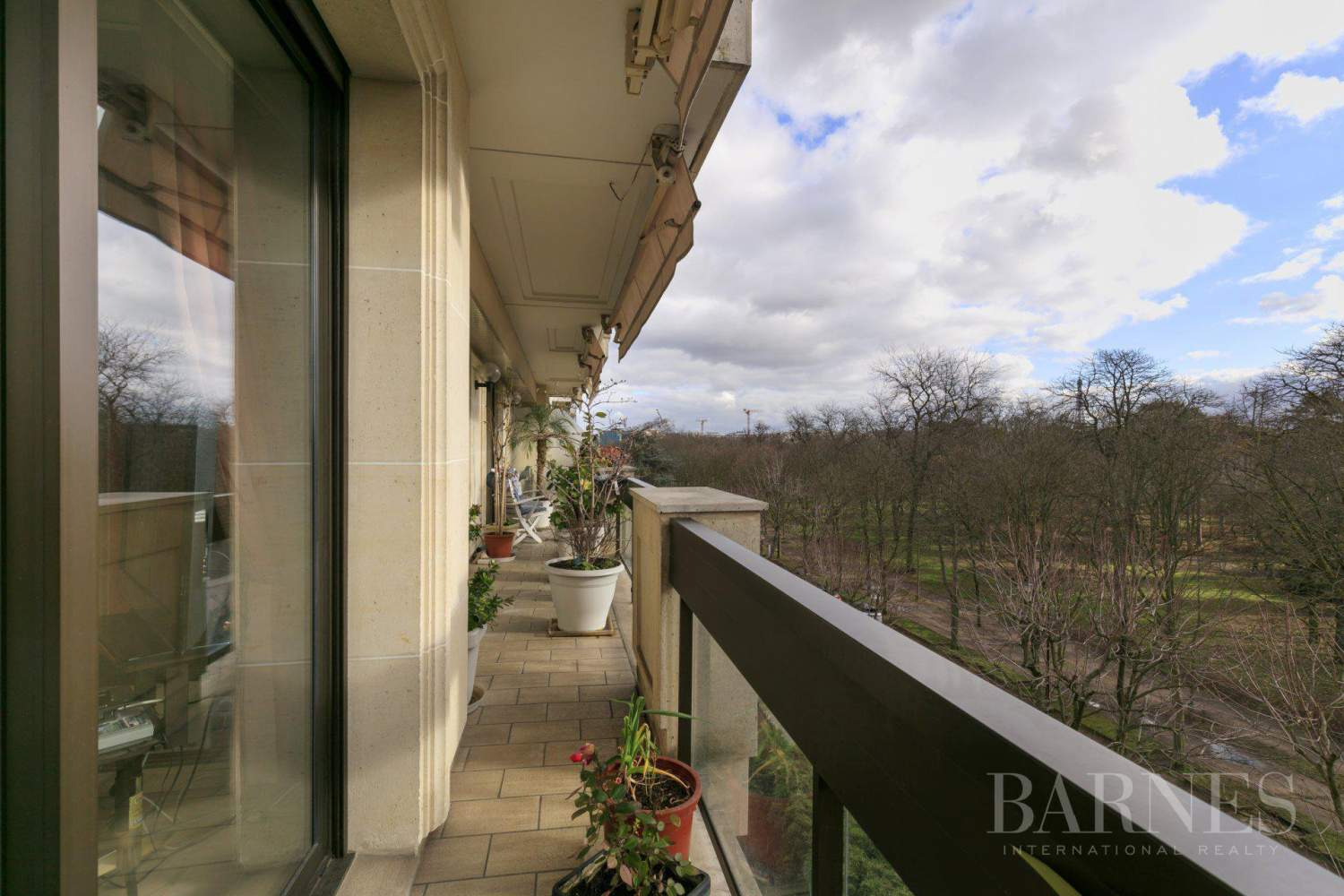 NEUILLY - BOIS - APPARTEMENT 5 PIECES - BALCONS LARGES - VUES PANORAMIQUES picture 1