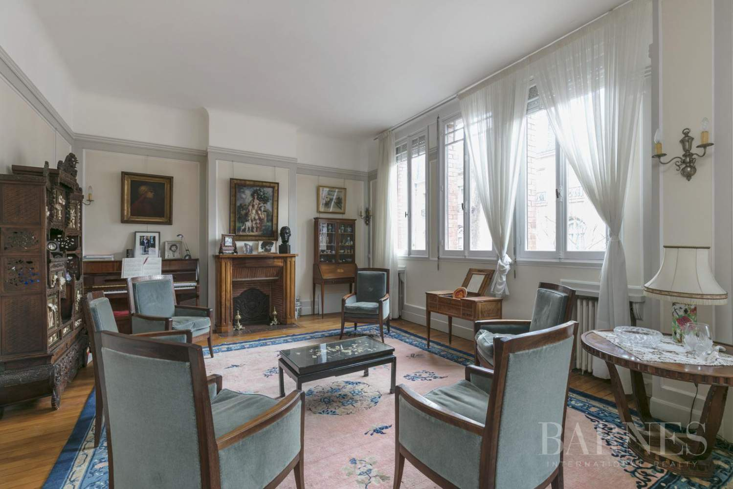 BOURGEOIS HOUSE WITH GARDEN - PRIVATE ROAD - NEUILLY/SAINT-JAMES picture 18