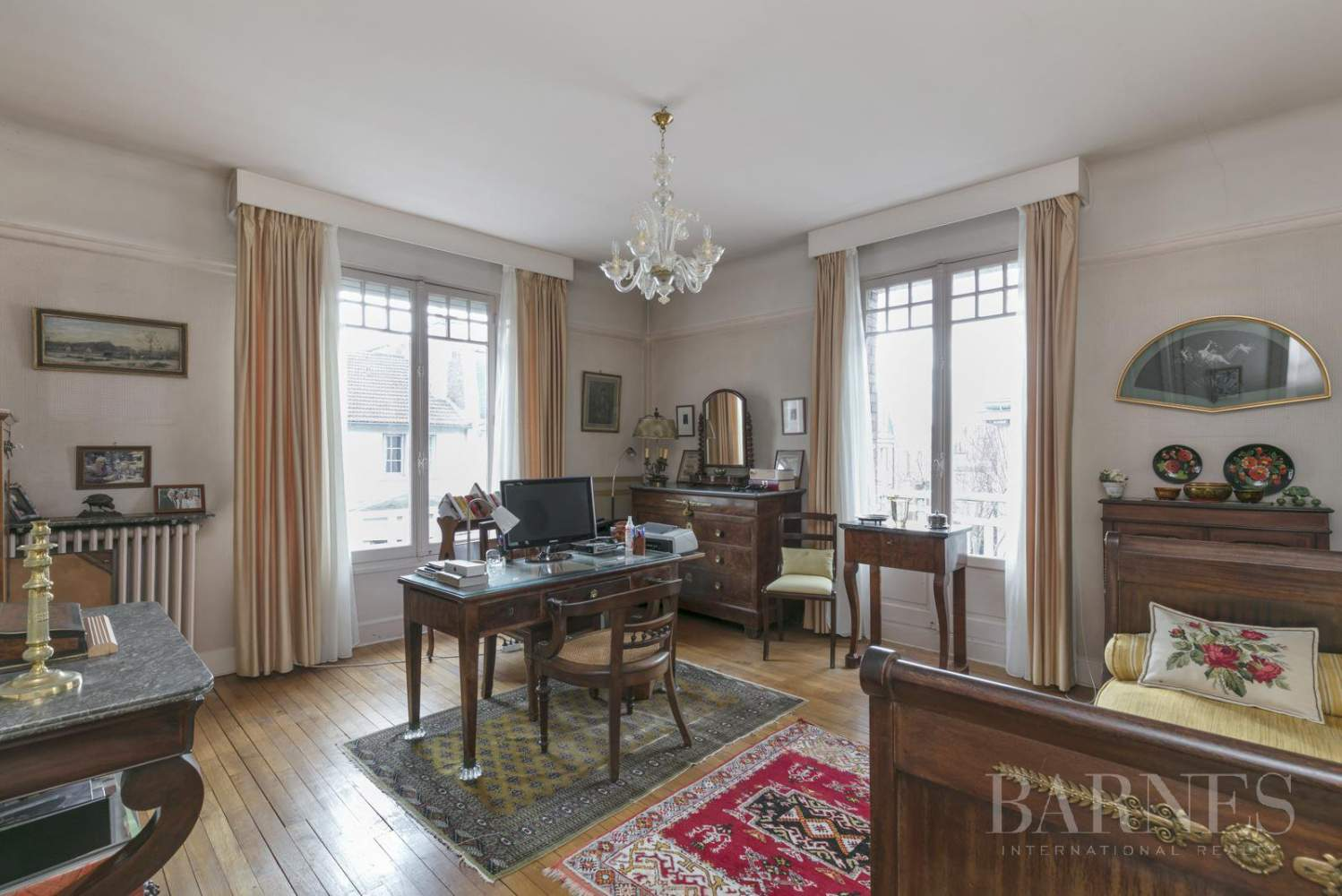 BOURGEOIS HOUSE WITH GARDEN - PRIVATE ROAD - NEUILLY/SAINT-JAMES picture 5
