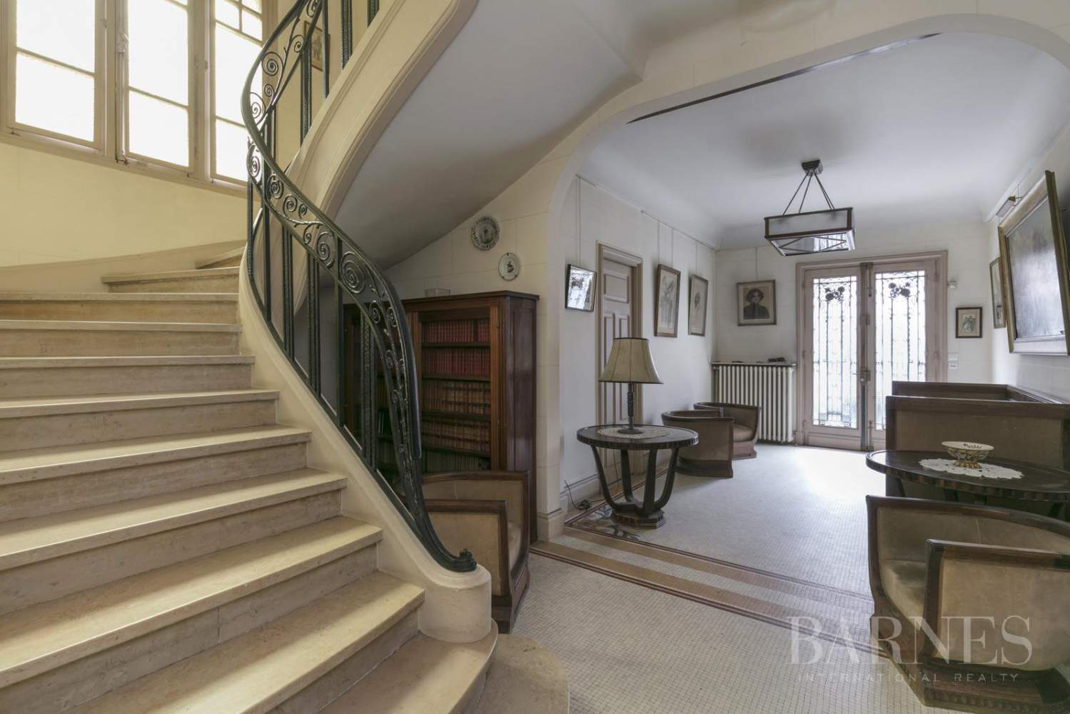 BOURGEOIS HOUSE WITH GARDEN - PRIVATE ROAD - NEUILLY/SAINT-JAMES picture 1