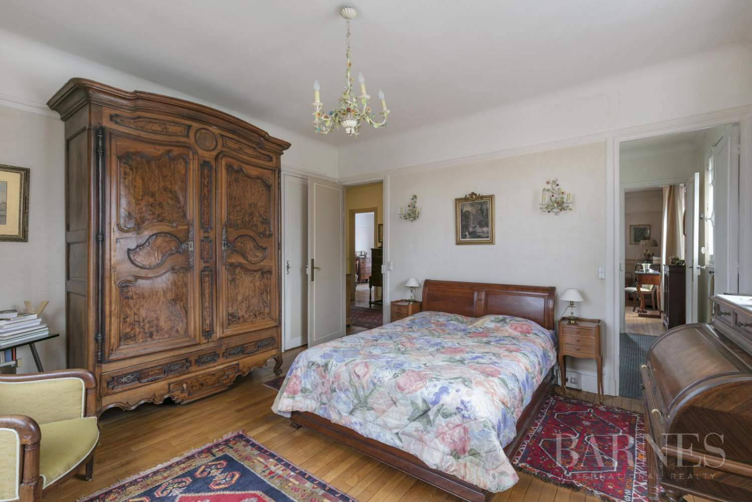 BOURGEOIS HOUSE WITH GARDEN - PRIVATE ROAD - NEUILLY/SAINT-JAMES picture 14