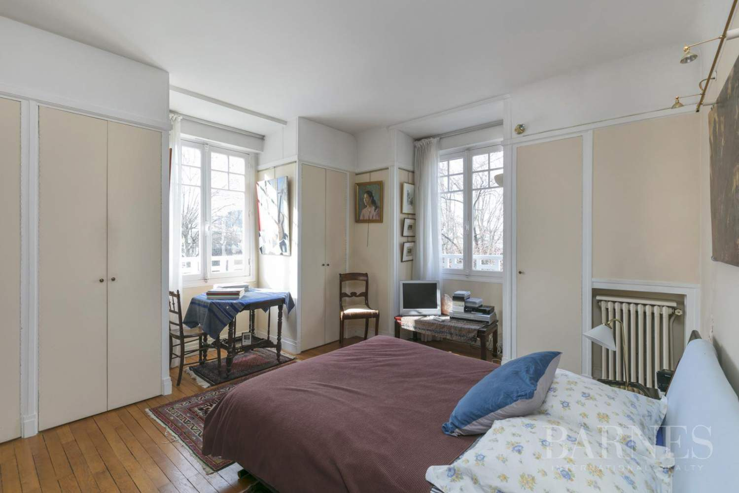 BOURGEOIS HOUSE WITH GARDEN - PRIVATE ROAD - NEUILLY/SAINT-JAMES picture 7