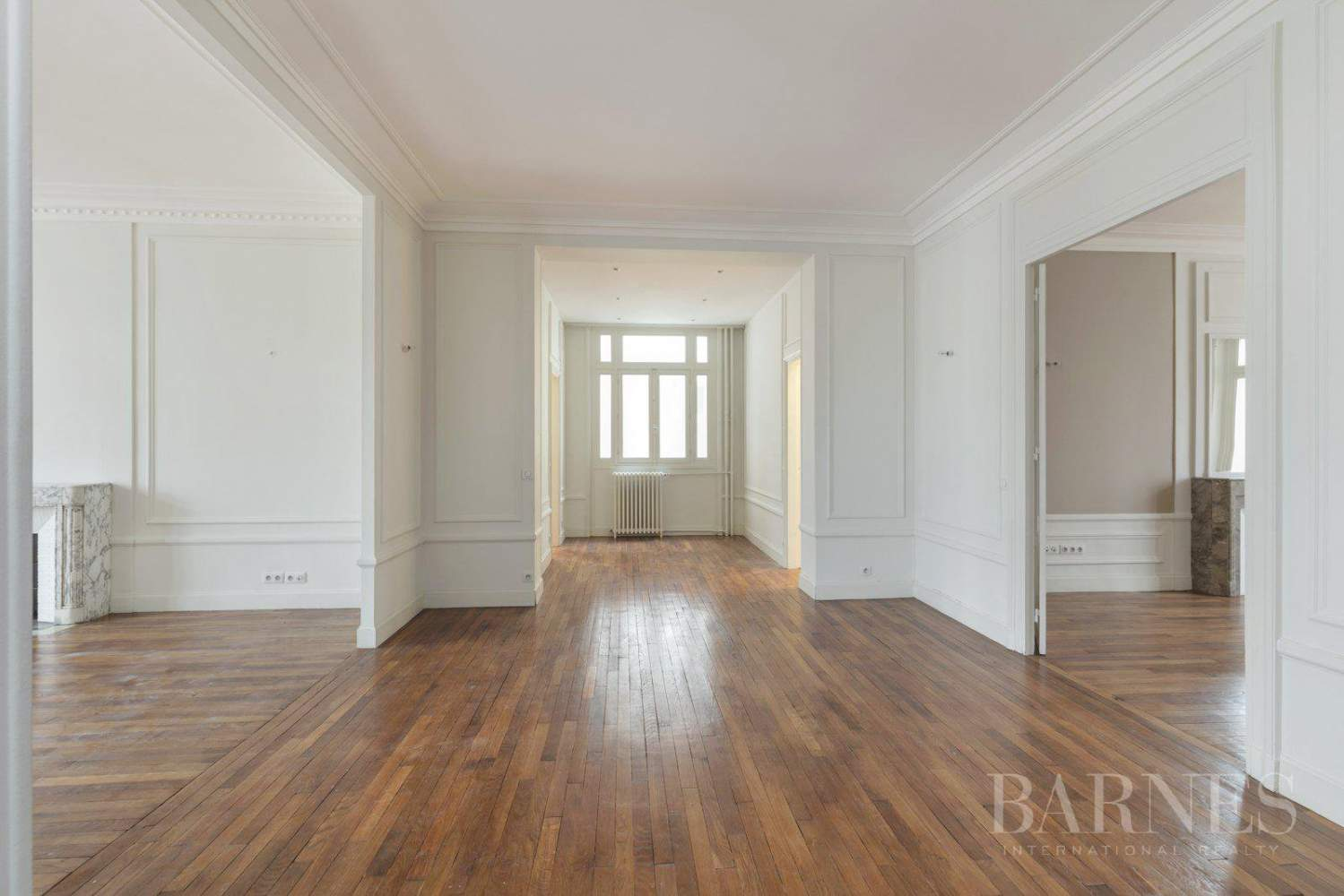 EXCLUSIVE - 8-ROOM APARTMENT FOR SALE - RENOVATED 1930s BUILDING - NEUILLY/PASTEUR picture 1