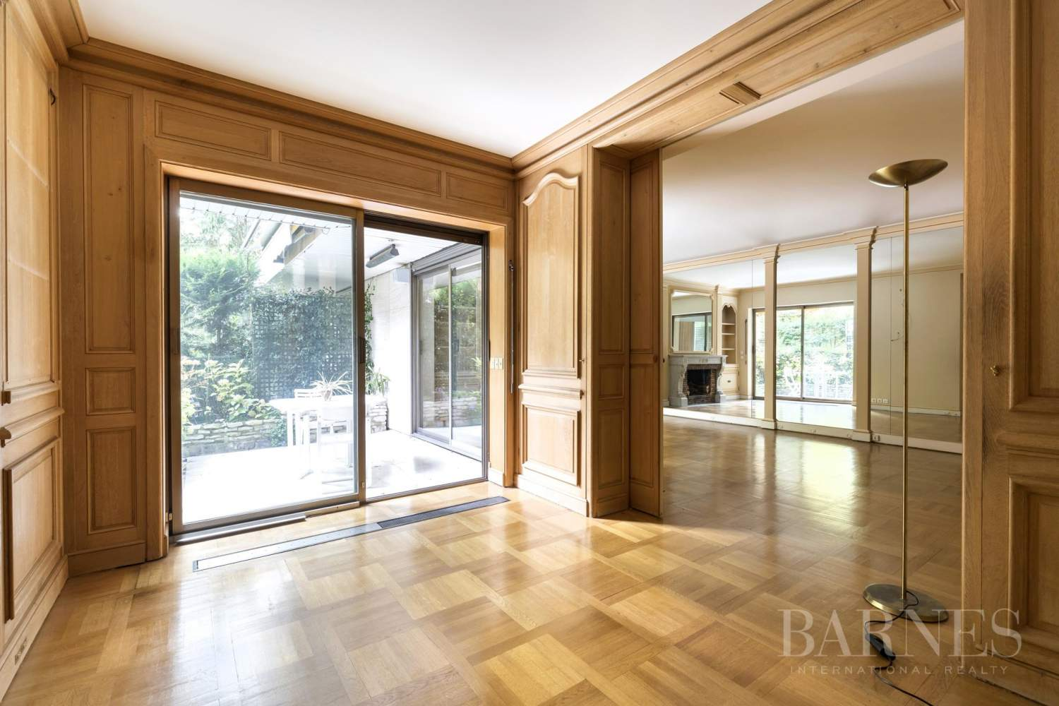 NEUILLY - CHATEAU - JARDIN et TERRASSE - 2/3 CHAMBRES - PARKING picture 3