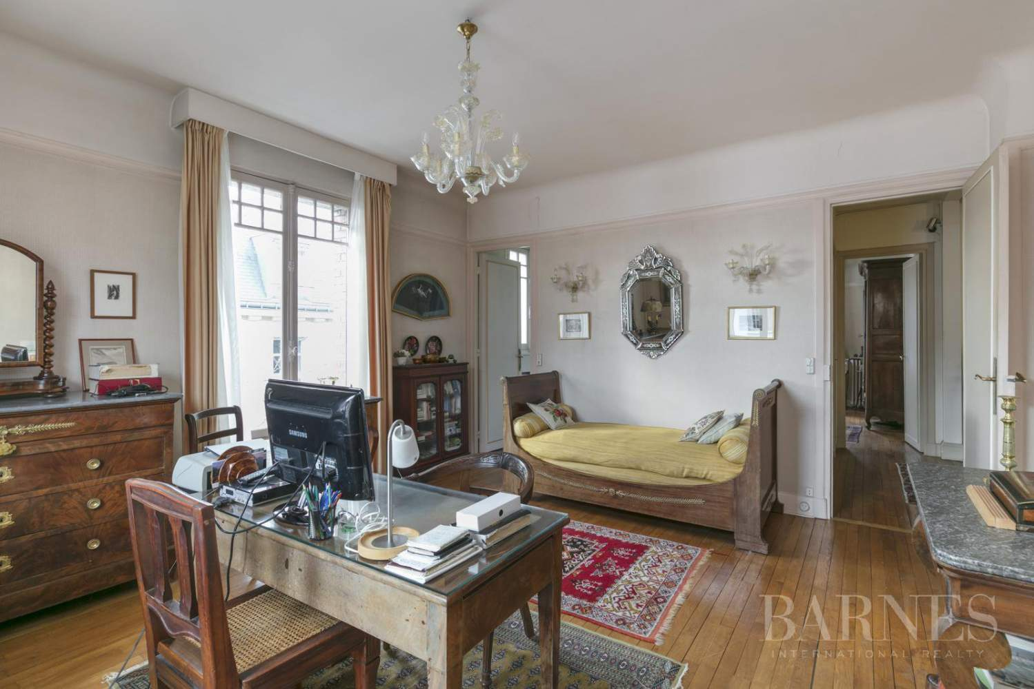 BOURGEOIS HOUSE WITH GARDEN - PRIVATE ROAD - NEUILLY/SAINT-JAMES picture 12