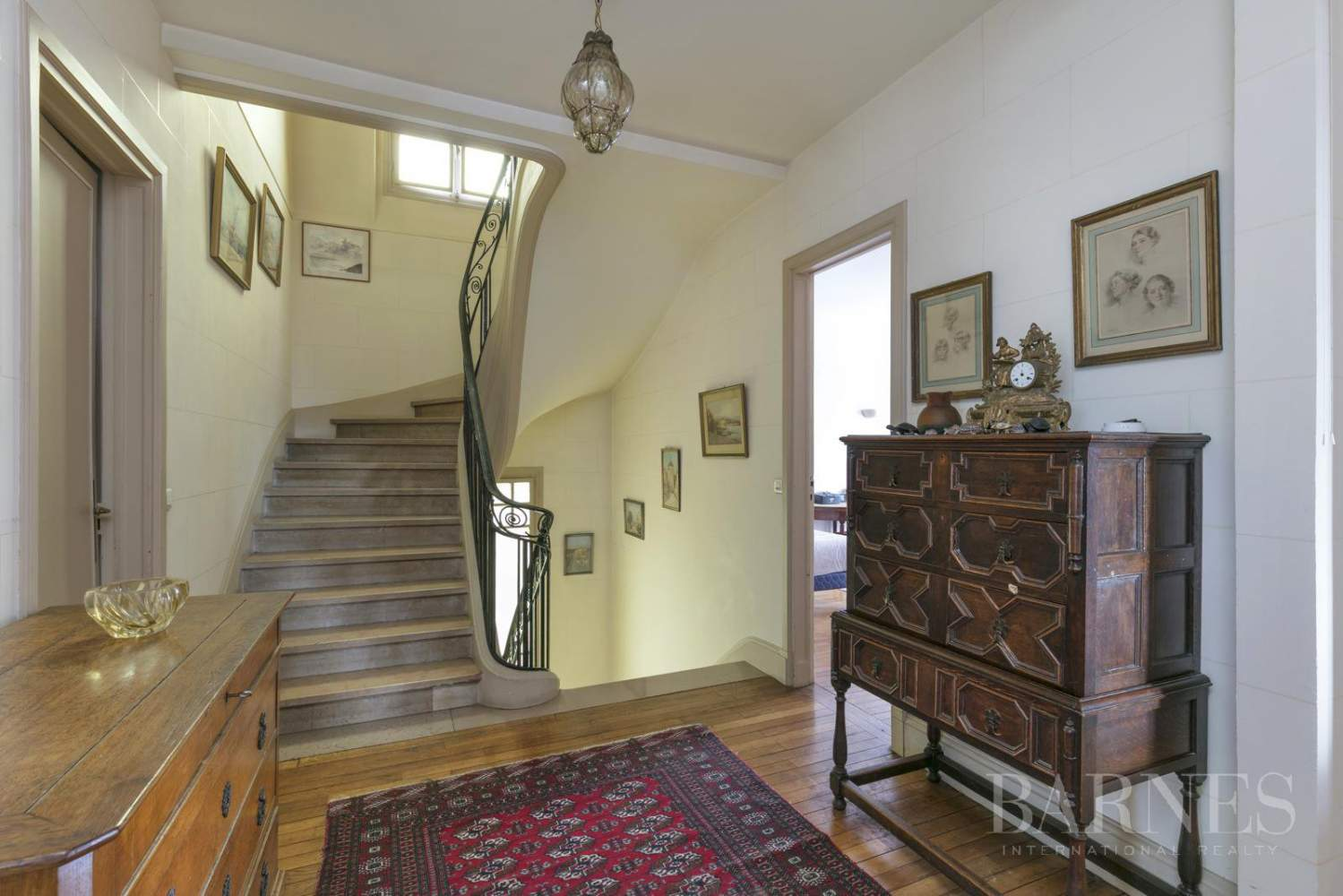 BOURGEOIS HOUSE WITH GARDEN - PRIVATE ROAD - NEUILLY/SAINT-JAMES picture 17