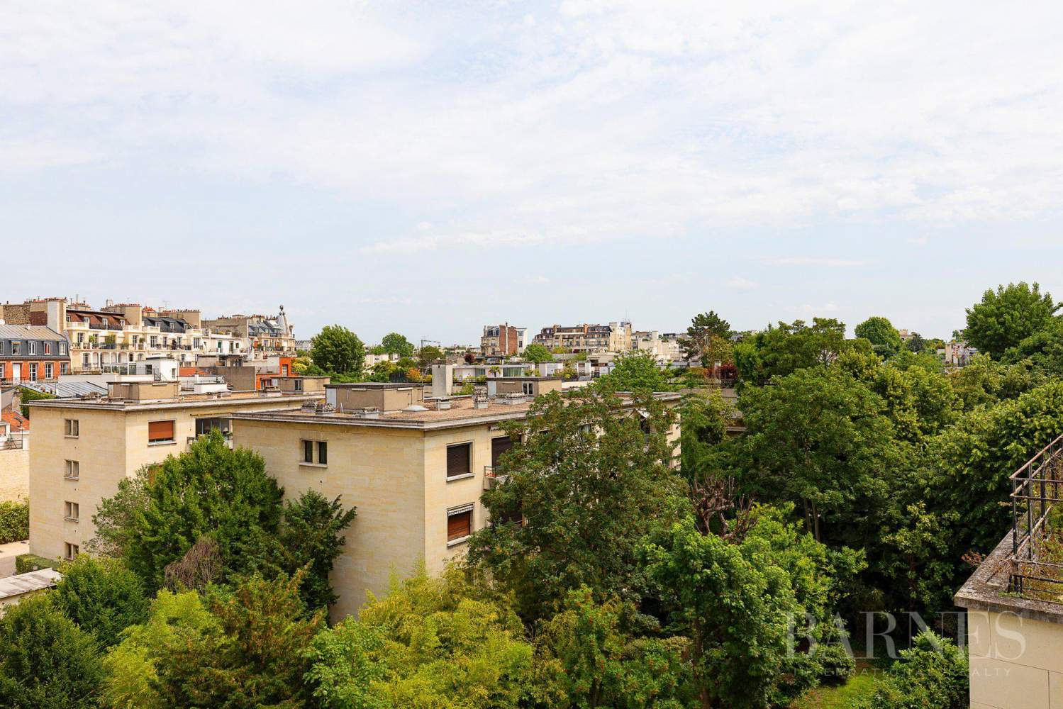 EXCLUSIVE - NEUILLY SAINT-JAMES - APARTMENT WITH RECEPTION ROOMS - UPPER FLOOR - PANORAMIC VIEWS picture 12