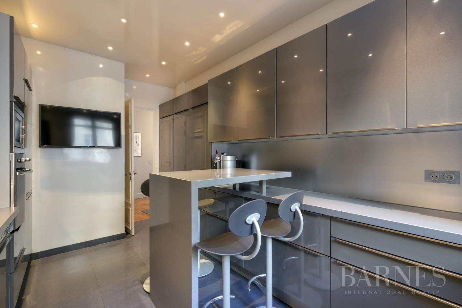 NEUILLY - BOIS - 5-ROOM APARTMENT - 1930s BUILDING picture 7