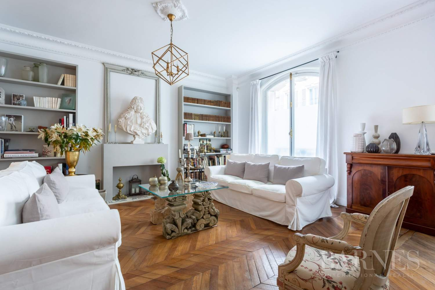 Sole Agent - Neuilly Sablons - Beautiful period parquet, mouldings, fireplace - garden picture 2