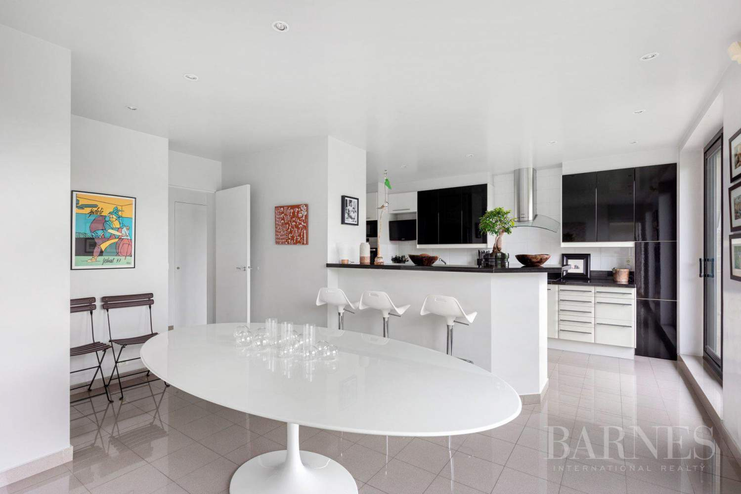 EXCLUSIVE - NEUILLY SAINT-JAMES - APARTMENT WITH RECEPTION ROOMS - UPPER FLOOR - PANORAMIC VIEWS picture 8