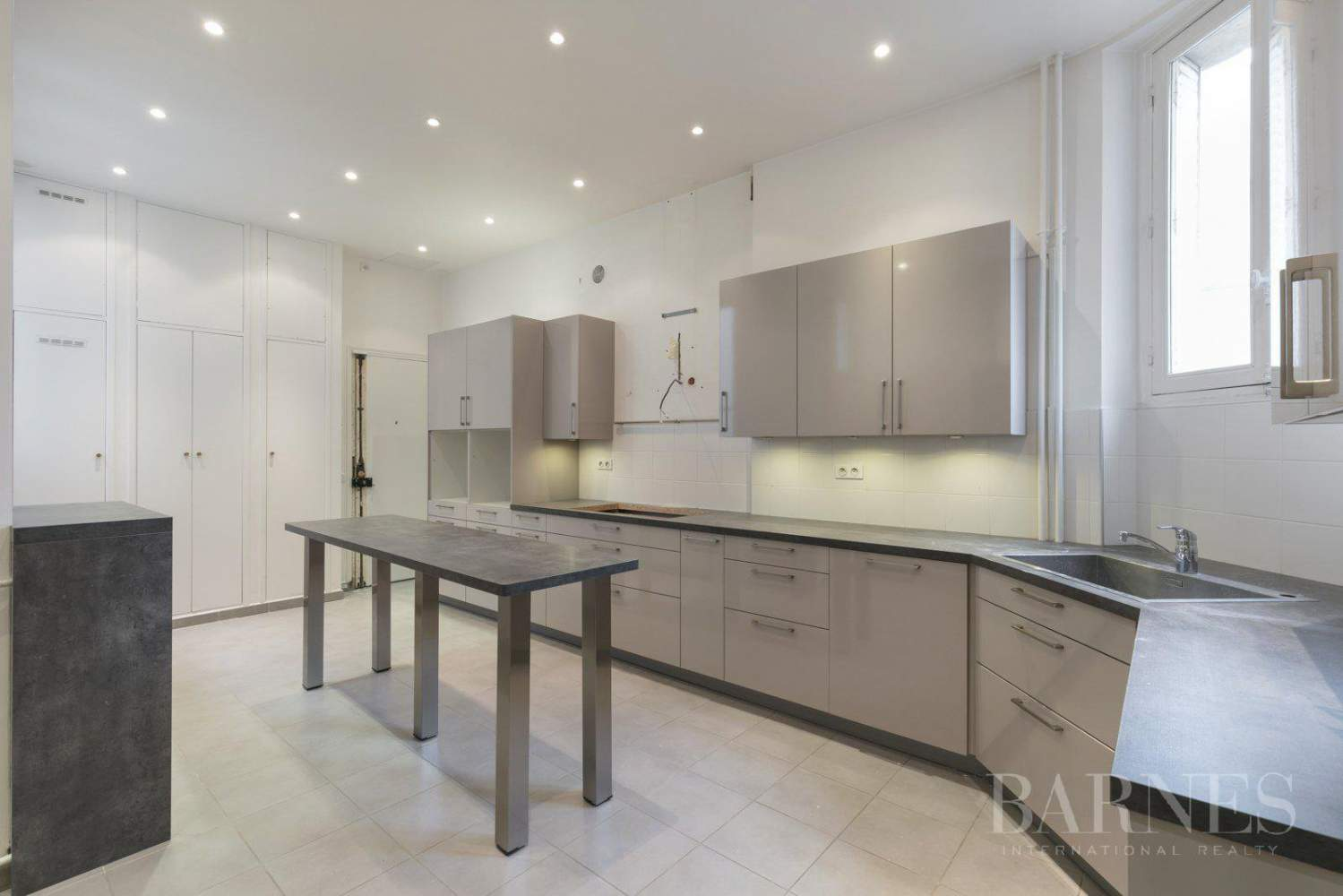 EXCLUSIVE - 8-ROOM APARTMENT FOR SALE - RENOVATED 1930s BUILDING - NEUILLY/PASTEUR picture 4