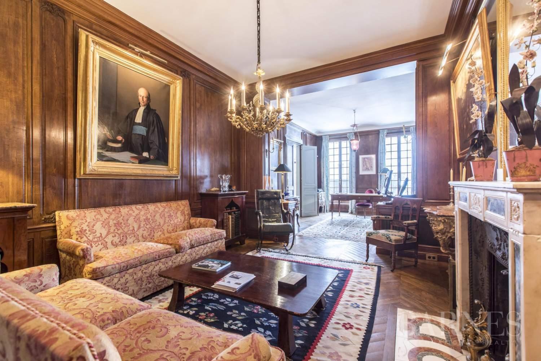Paris  - Hôtel particulier 8 Pièces 4 Chambres - picture 2