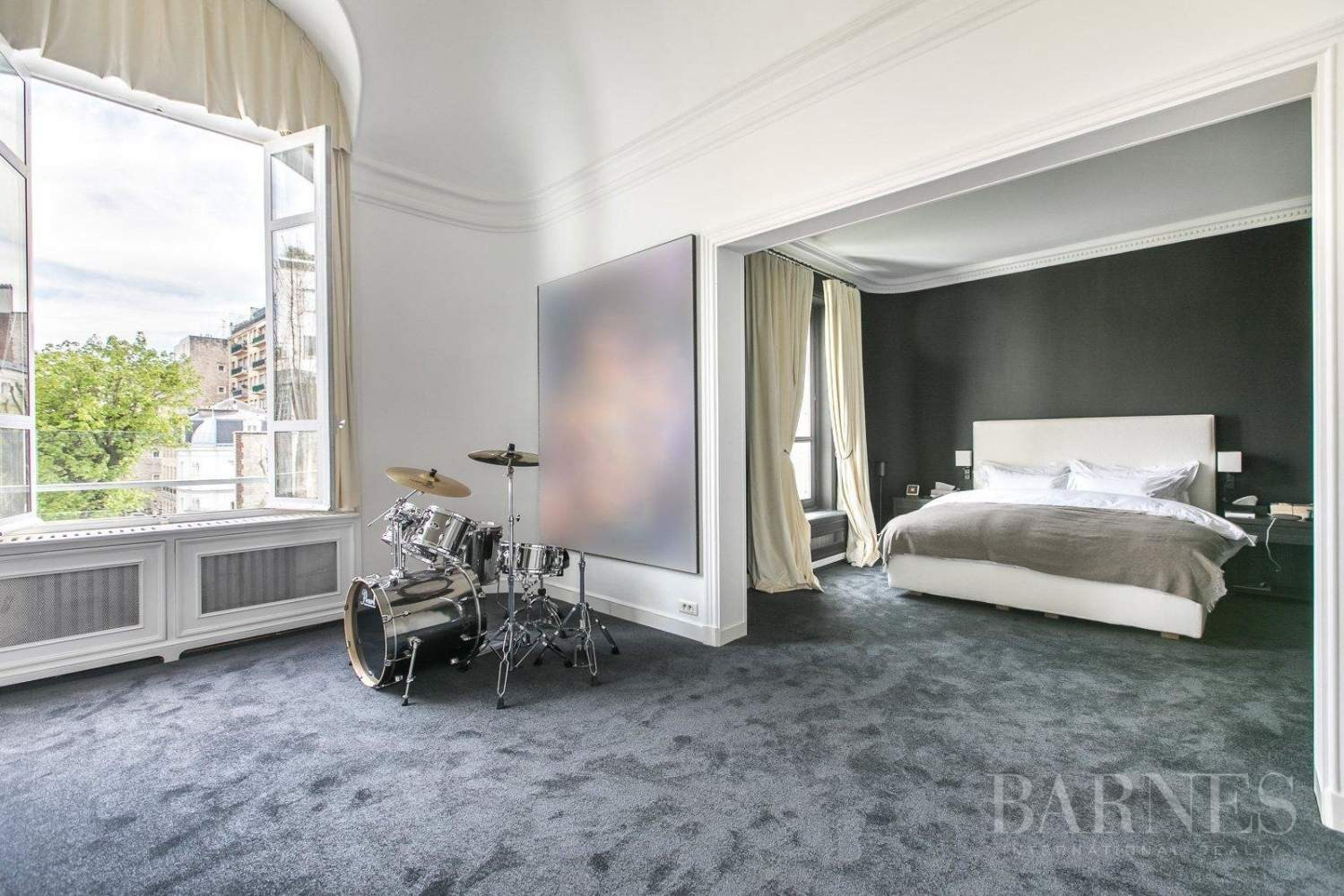 Paris  - Hôtel particulier 10 Pièces 5 Chambres - picture 7