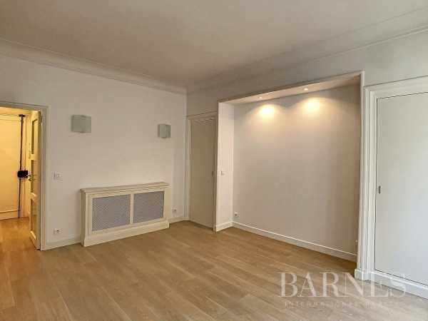 Appartement Paris 75008  -  ref 4421854 (picture 2)