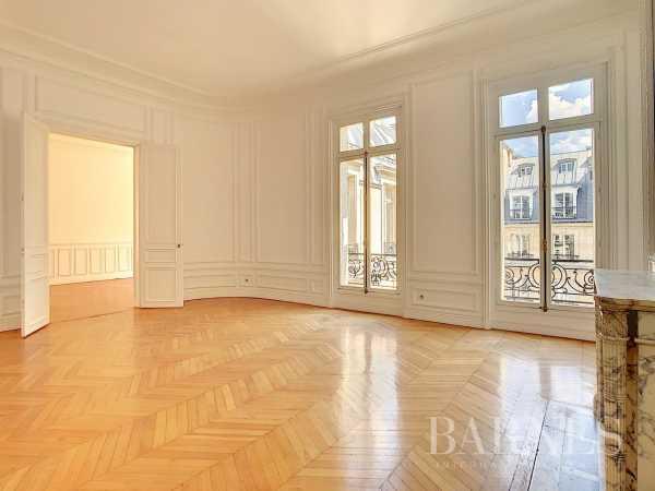 Apartment Paris 75008  -  ref 4073948 (picture 1)