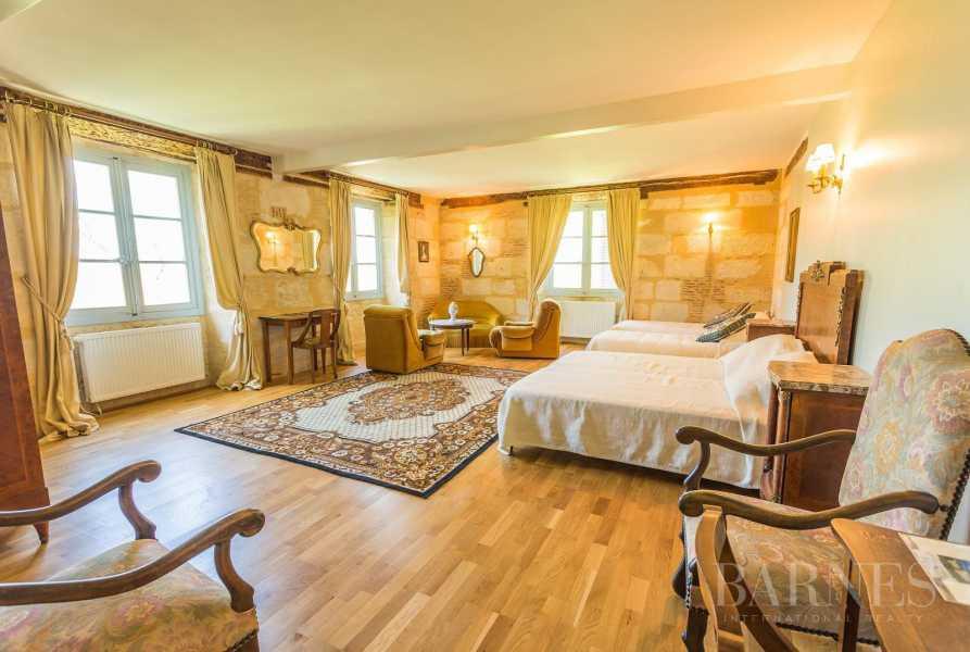 Périgueux  - Château 20 Pièces 8 Chambres