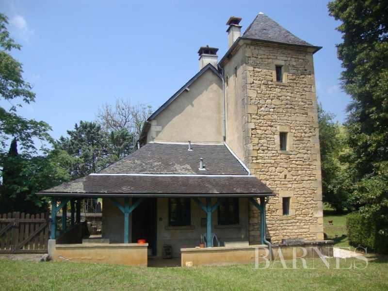 Salignac-Eyvigues  - Maison 10 Pièces