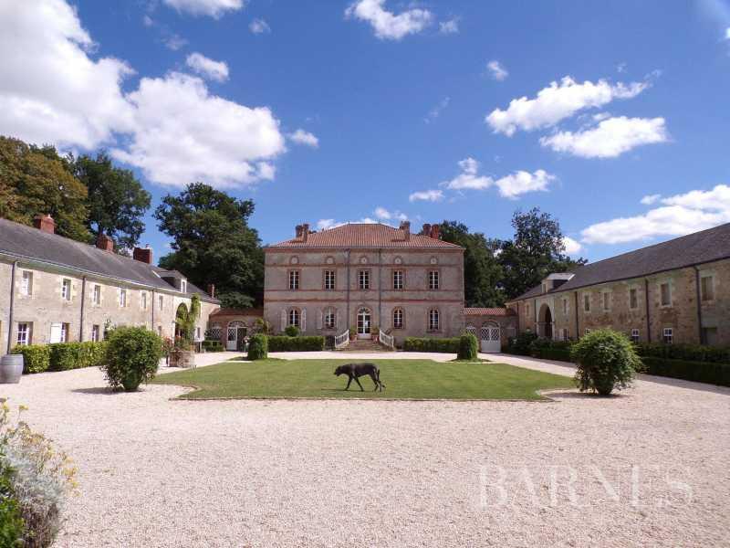Nantes  - Château 20 Pièces 12 Chambres