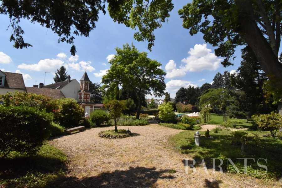 Saulx-les-Chartreux  - Maison 20 Pièces 8 Chambres