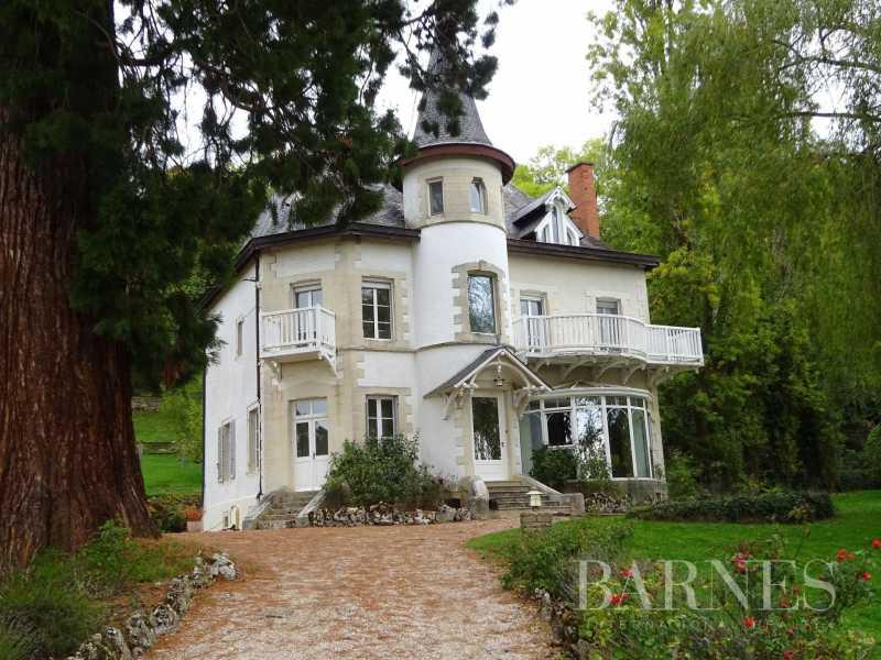 Saulieu  - Maison 9 Pièces 5 Chambres