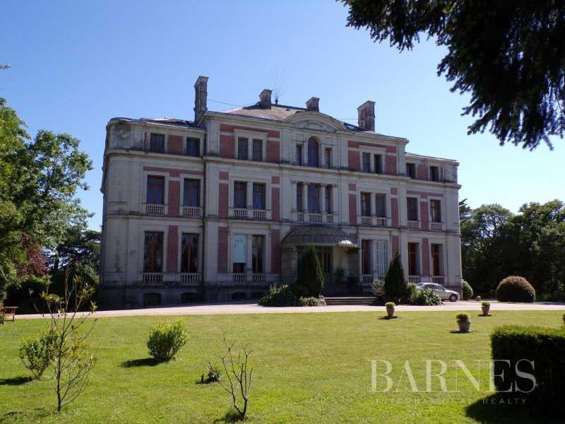 Ancenis  - Château 30 Pièces 6 Chambres