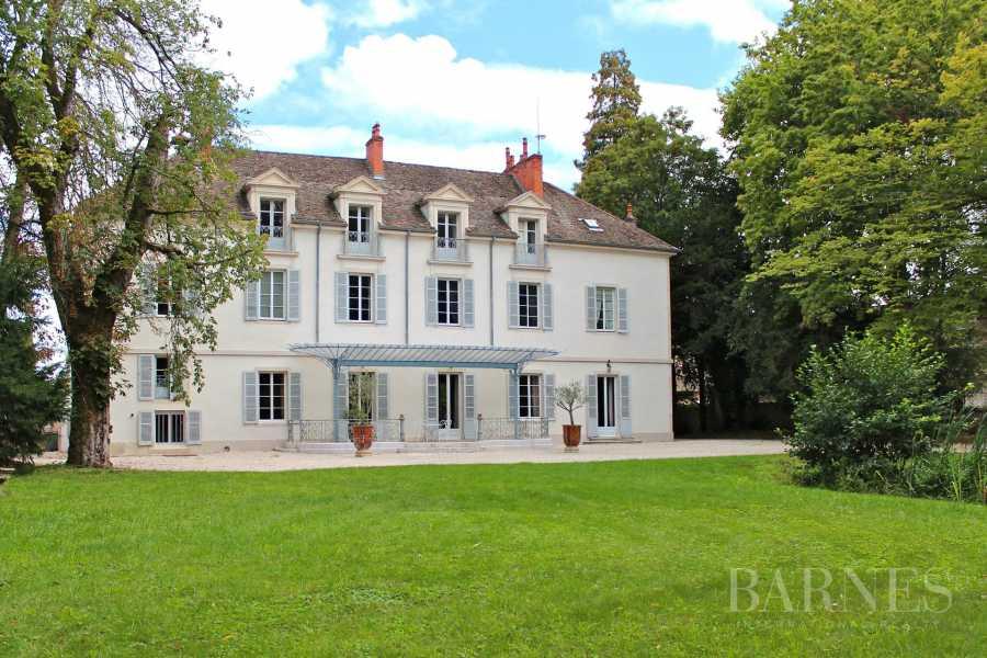 Beaune  - Château 22 Pièces 16 Chambres