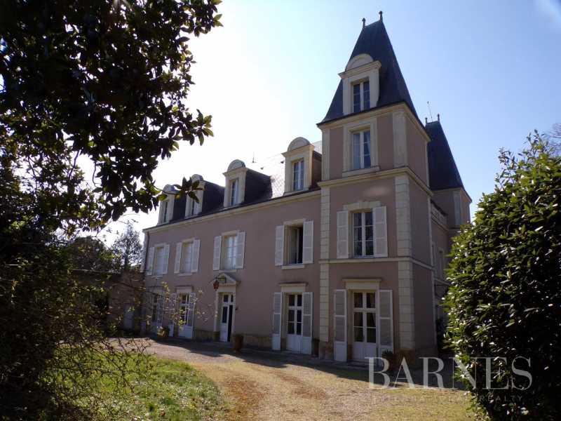 Thouars  - Maison 15 Pièces
