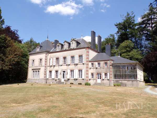 CASTLE, Pouzauges - Ref 2638929