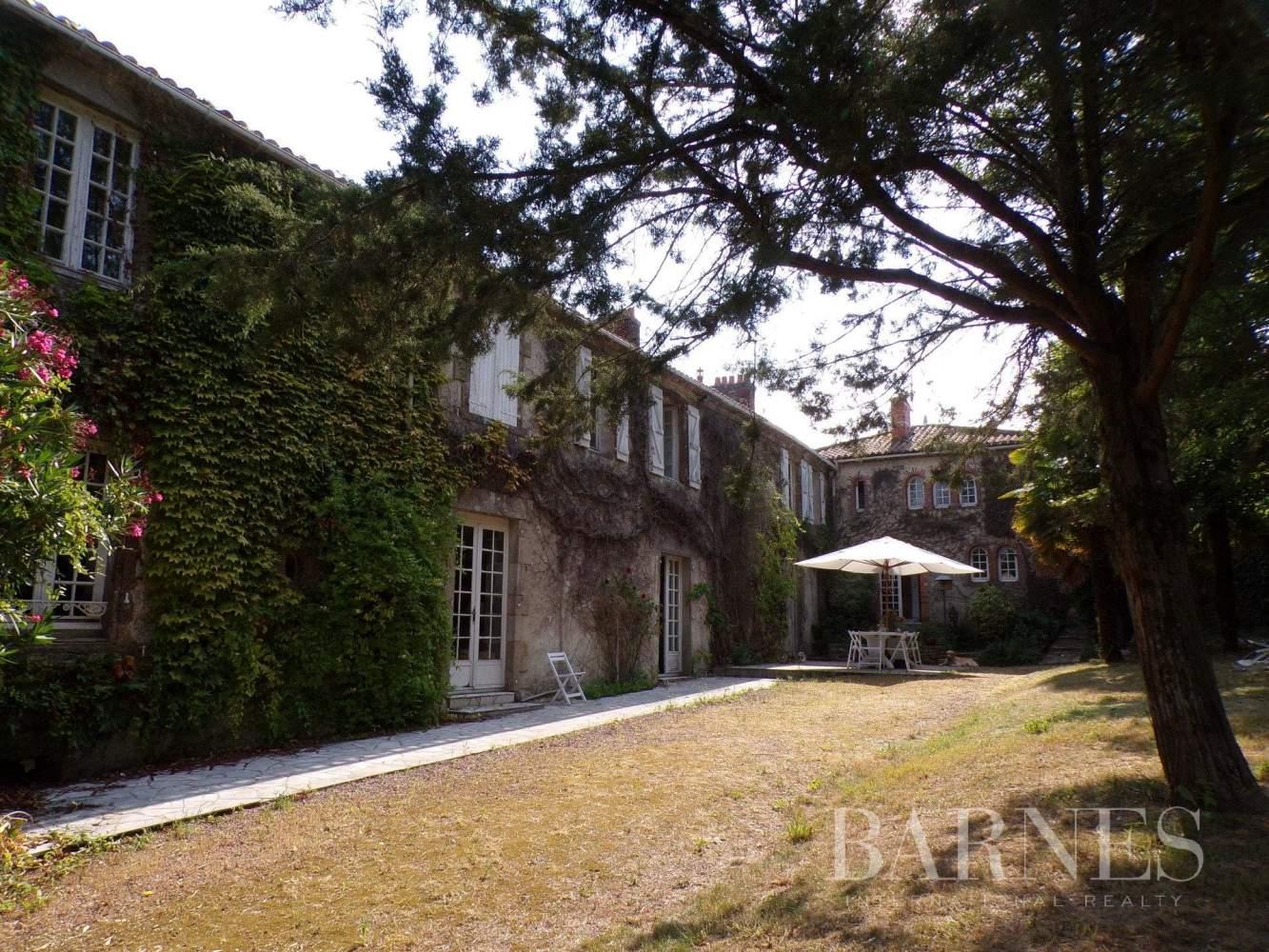 Challans  - Maison 16 Pièces 5 Chambres - picture 2