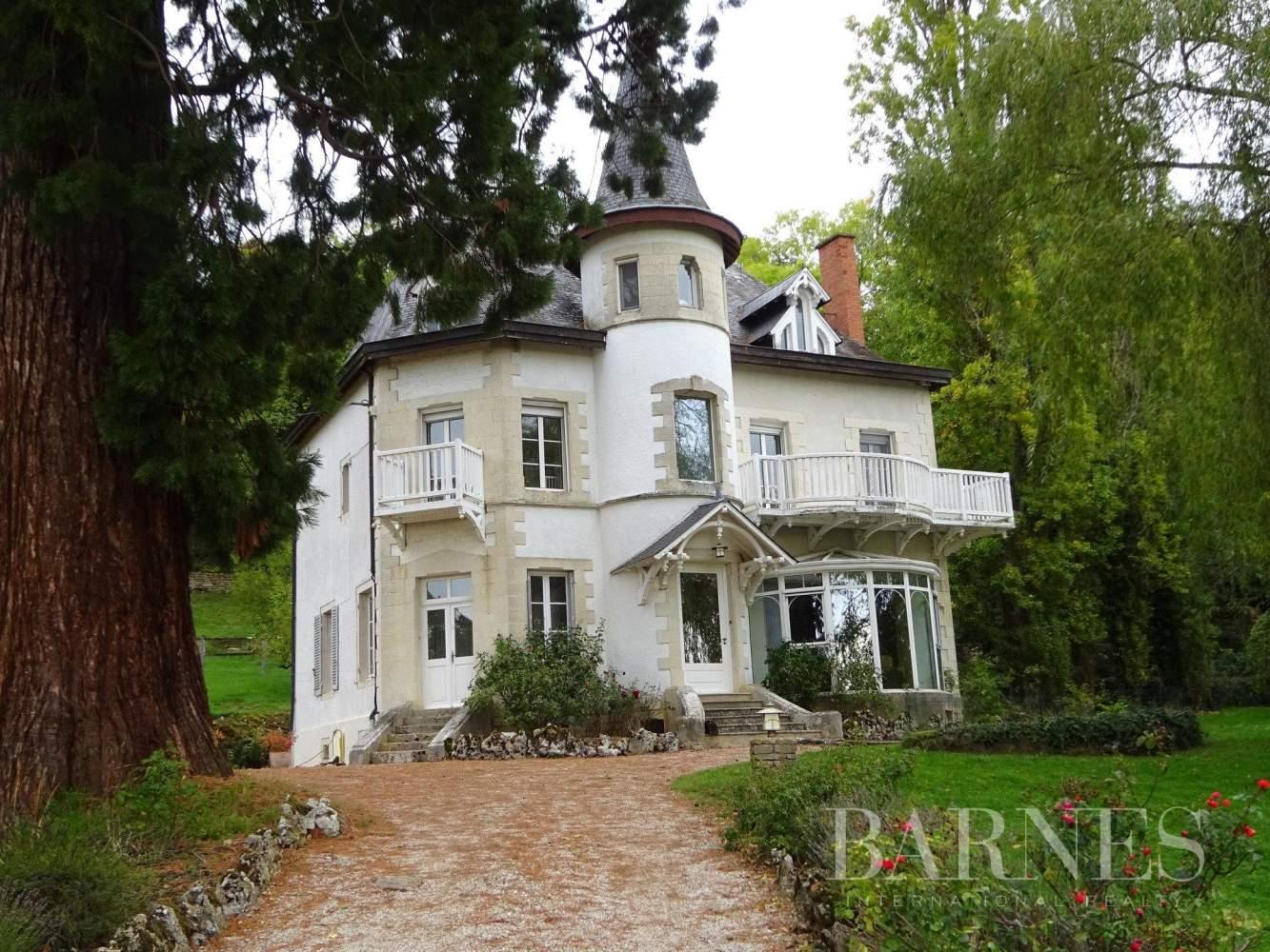Saulieu  - Maison 9 Pièces 5 Chambres - picture 1