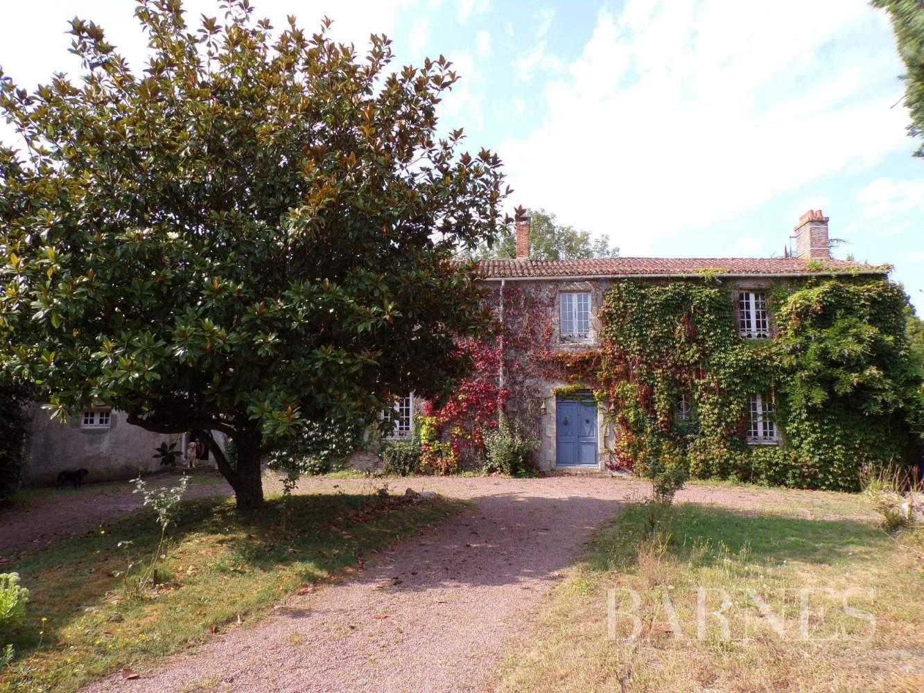 Challans  - Maison 16 Pièces 5 Chambres - picture 4