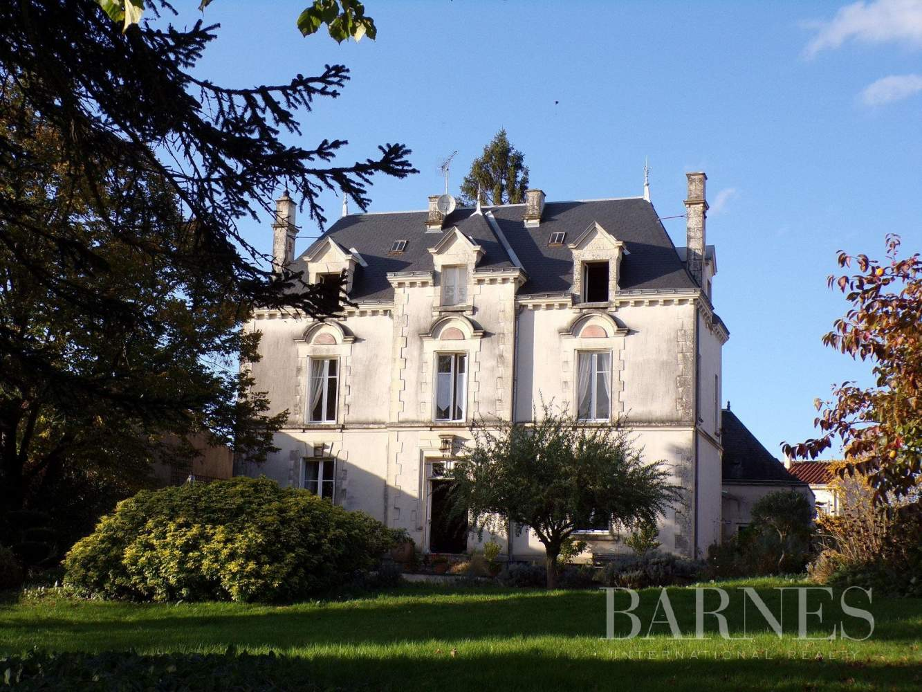 La Châtaigneraie  - Maison 10 Pièces - picture 2
