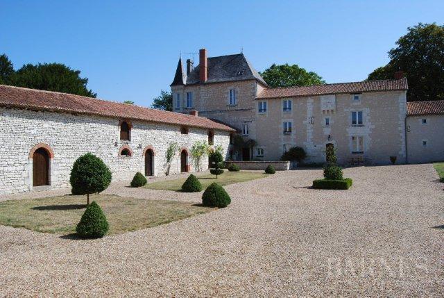 Thouars  - Señorío 15 Cuartos 10 Habitaciones - picture 1
