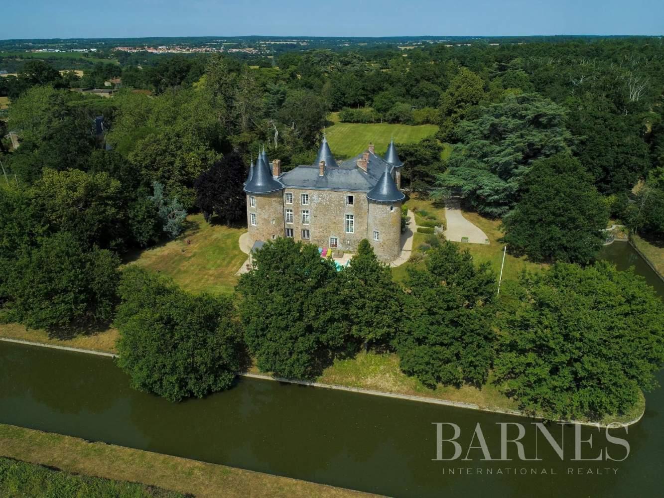 Angers  - Château 15 Pièces 8 Chambres - picture 1