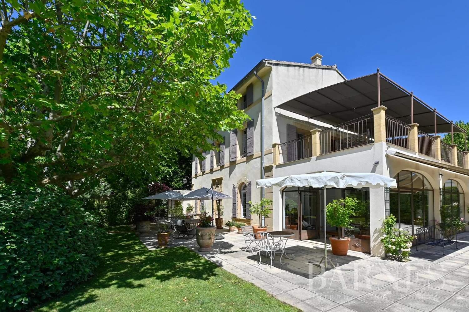 Aix-en-Provence  - Maison de ville 10 Pièces 8 Chambres - picture 4