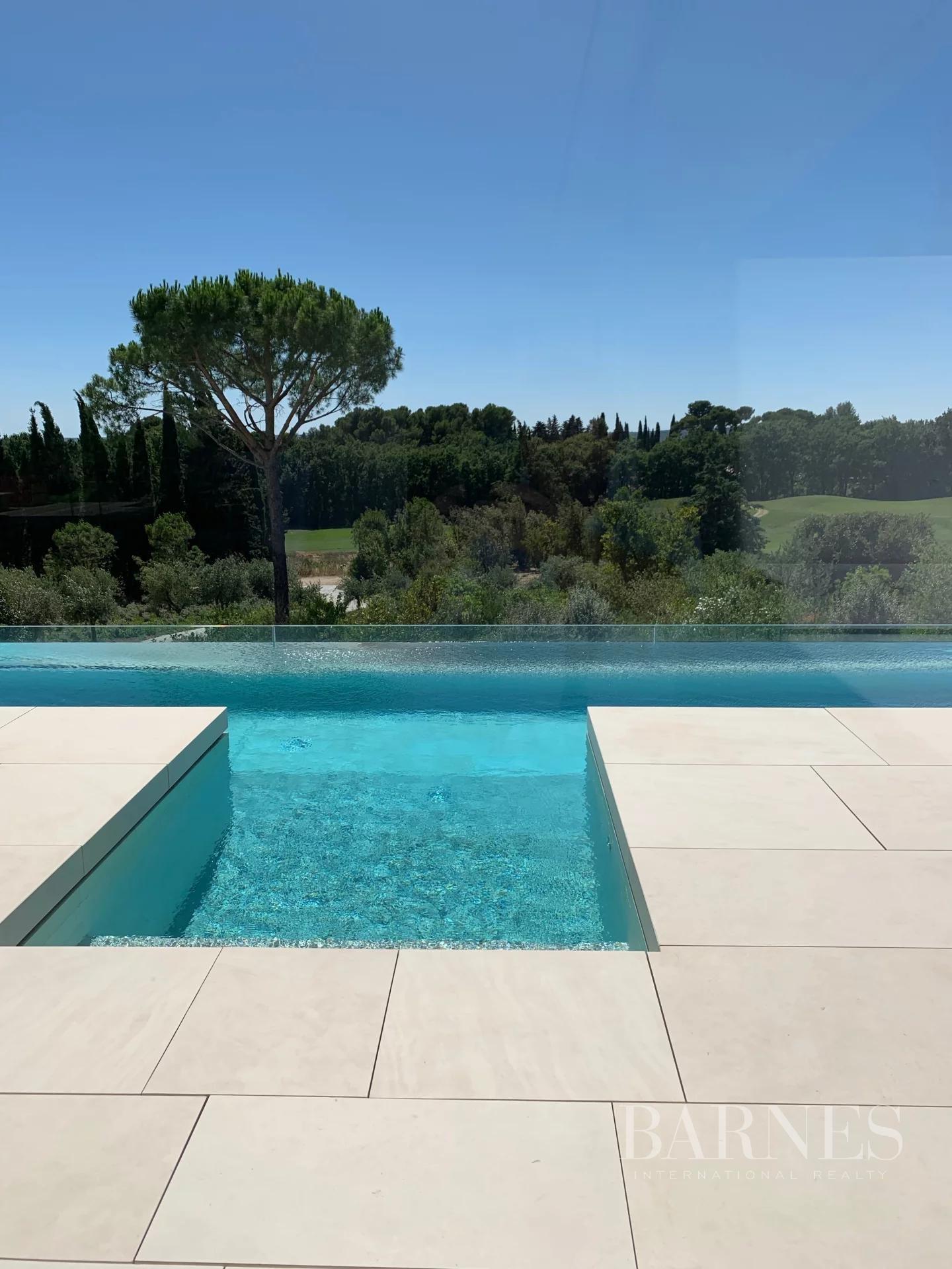 Aix-en-Provence  - Villa 10 Pièces - picture 4