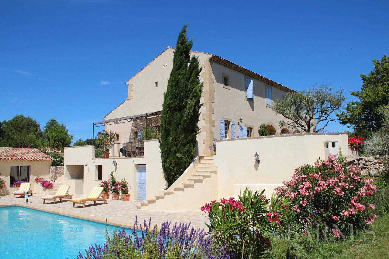 PROVENCAL FARMHOUSE IN THE HEART OF A WOODED PARK picture 3