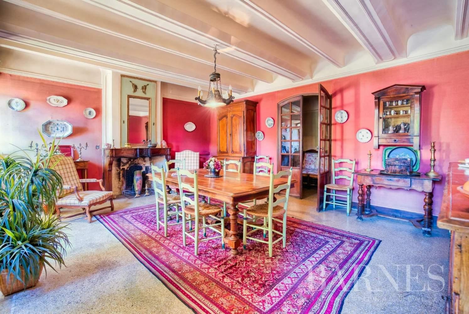 Aix-en-Provence  - Maison de ville 10 Pièces 3 Chambres - picture 9