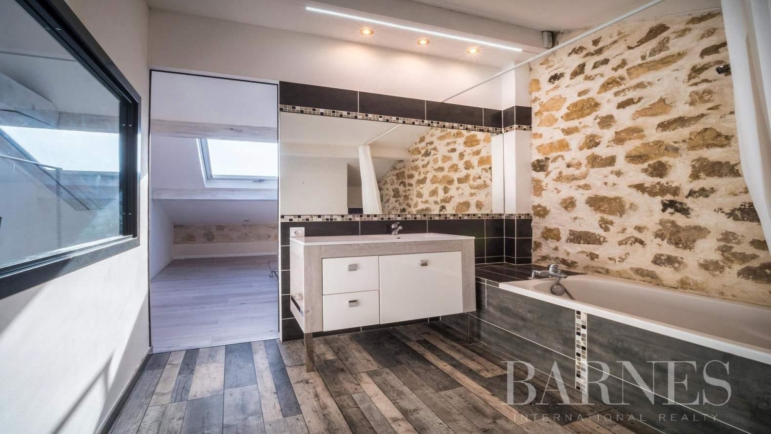 Aix-en-Provence  - Maison 6 Pièces 3 Chambres - picture 9