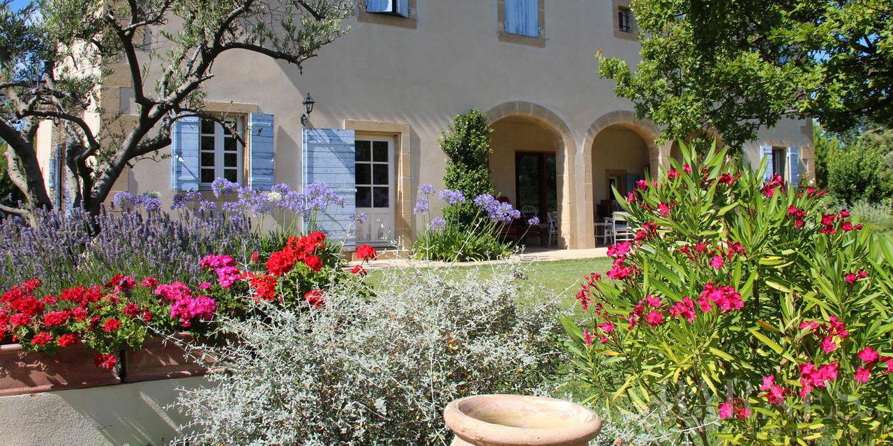 FOR SALE - AIX EN PROVENCE - ROGNES - PROVENCAL FARMHOUSE IN THE HEART OF A WOODED PARK picture 4
