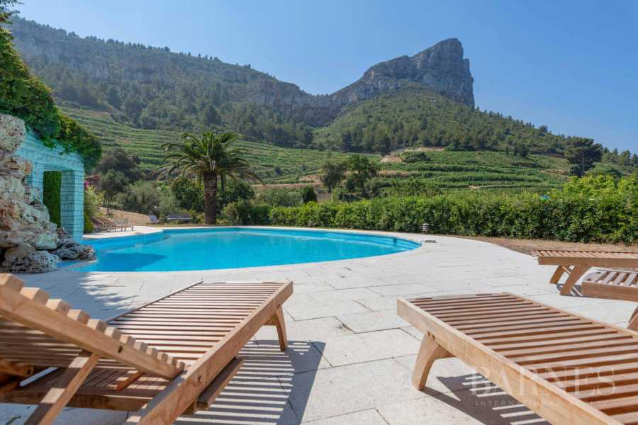Property Cassis