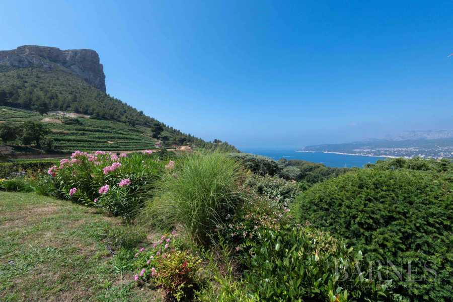 Cassis  - Property 4 Bedrooms