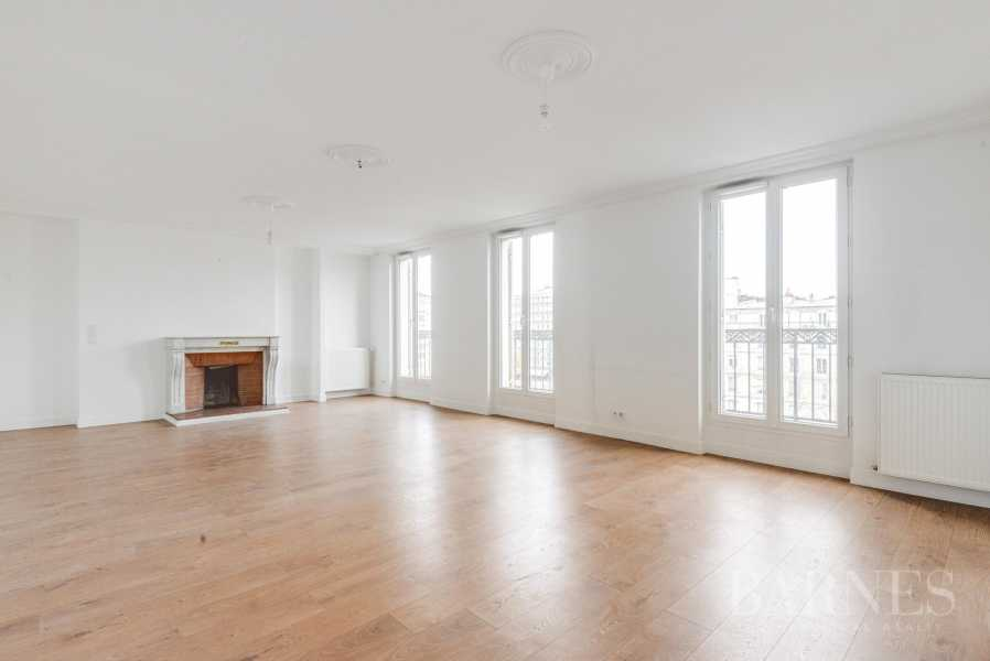 NEUILLY SABLONS 3 CHAMBRES VIDE REFAIT A NEUF picture 12